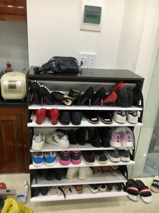 bên trong tủ giày thông minh